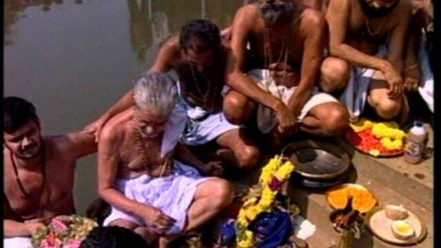 Pambai Nathikkaraiye unthan (Ayyappan devotional song)