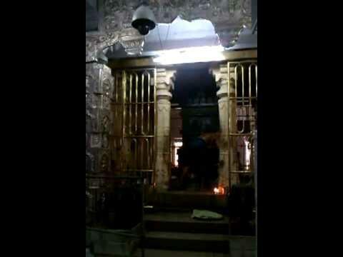 Abhisheka-of-Rayar-Moola-Brindavana-Mantralayam
